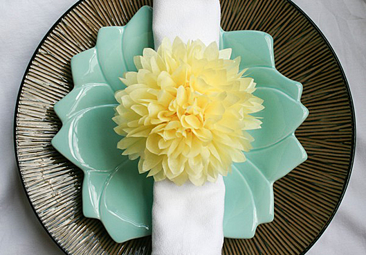 Pom-pom decorates table setting