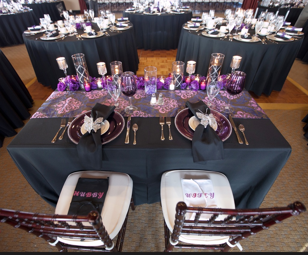 Newlywed's Table and Chairs Décor