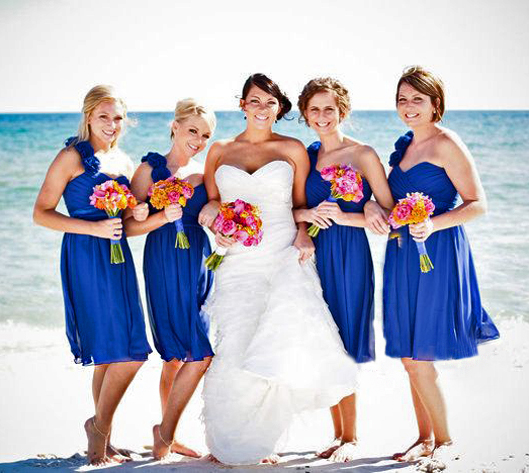 10 mistakes to avoid when choosing short bridesmaid dresses beach bridesmaids in blue junglespirit Choice Image